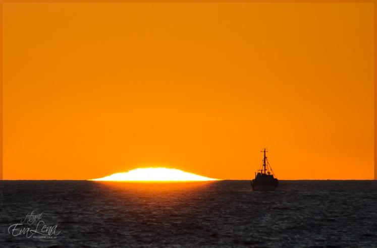 Båtfärd mot solnedgången